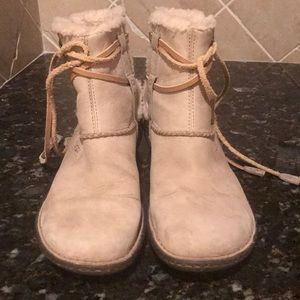 UGG beige suede short boots size 9 preowned